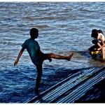 niños jugando en la rampa